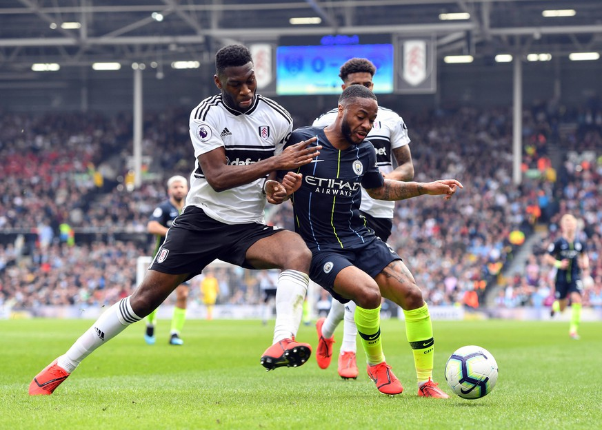 Football - 2018 / 2019 Premier League - Fulham vs. Manchester City Manchester City s Raheem Sterling holds off the challenge from Fulham s Timothy Fosu-Mensah, at Craven Cottage. COLORSPORT/ASHLEY WESTERN PUBLICATIONxNOTxINxUK
