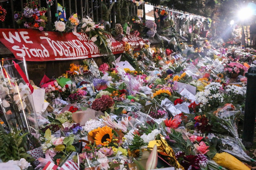 March 17, 2019 - Christchurch, Canterbury, New Zealand - Flowers seen to respect to the victims of the Christchurch mosques shooting. Around 50 people has been reportedly killed in the Christchurch mosques terrorist attack shooting targeting the Masjid Al Noor Mosque and the Linwood Mosque. Christchurch New Zealand PUBLICATIONxINxGERxSUIxAUTxONLY - ZUMAs197 20190317_zaa_s197_017 Copyright: xAdamxBradleyx