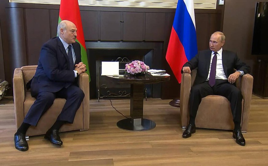 SOCHI, RUSSIA - SEPTEMBER 14, 2020: Belarus President Alexander Lukashenko L and Russia s President Vladimir Putin during a meeting at Bocharov Ruchei residence. Video screen grab. Russian Presidential Press and Information Office/TASS PUBLICATIONxINxGERxAUTxONLY TS0E710F