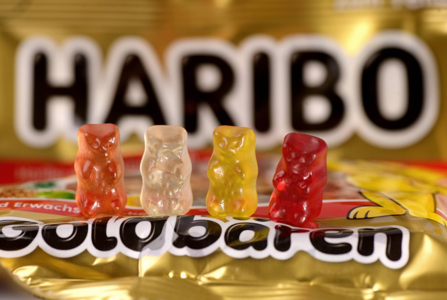 29.08.2020, HARIBO Goldbären, vier verschiedene Sorten Gummibärchen stehen auf einer Goldbären-Tüte. 29.08.2020, Haribo Goldbären 29.08.2020, Haribo Goldbären *** 29 08 2020, HARIBO Gold Bears, four different kinds of jelly bears stand on a bag of gold bears 29 08 2020, Haribo Gold Bears 29 08 2020, Haribo Gold Bears