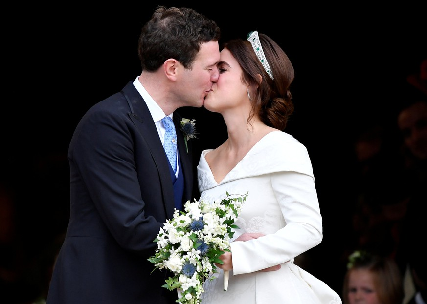 Princess Eugenie and Jack Brooksbank kiss after their wedding at St George's Chapel in Windsor Castle, Windsor, Britain October 12, 2018. REUTERS/Toby Melville     TPX IMAGES OF THE DAY