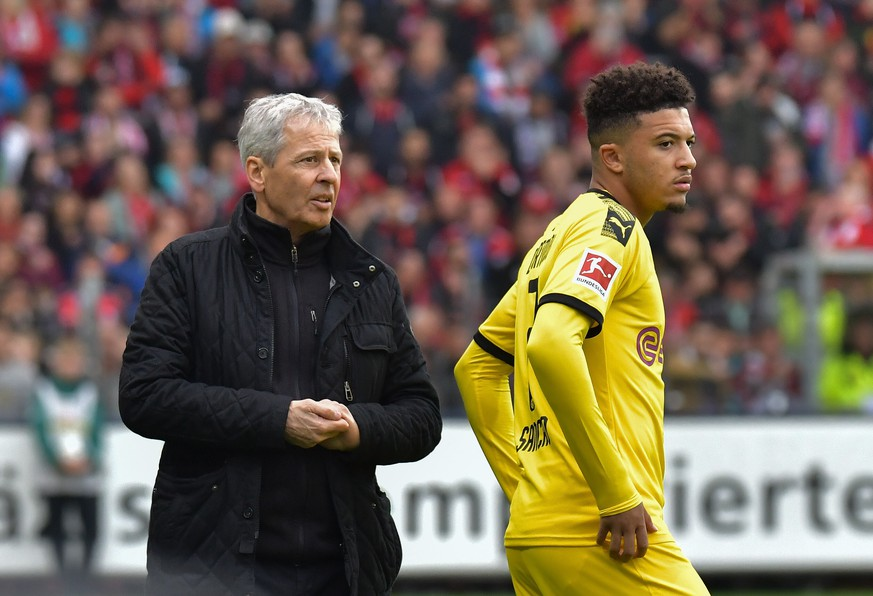 Sport Themen der Woche KW40 05.10.2019, xblx, Fussball 1.Bundesliga, SC Freiburg - Borussia Dortmund emspor, v.l. Trainer Lucien Favre Borussia Dortmund, Jadon Sancho Borussia Dortmund, Auswechslung, Wechsel, Einwechslung DFL/DFB REGULATIONS PROHIBIT ANY USE OF PHOTOGRAPHS as IMAGE SEQUENCES and/or QUASI-VIDEO Freiburg  05 10 2019, xblx, Football 1 Bundesliga, SC Freiburg Borussia Dortmund emspor, v l Coach Lucien Favre Borussia Dortmund , Jadon Sancho Borussia Dortmund , Substitution, Change, Substitution DFL DFB REGULATIONS PROHIBIT ANY USE OF PHOTOGRAPHS as IMAGE SEQUENCES and or QUASI VIDEO Freiburg