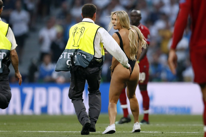 naked female streaker during the UEFA Champions League final match between Tottenham Hotspur FC and Liverpool FC at Estadio Metropolitano on June 01, 2019 in Madrid, Spain UEFA Champions League 2018/2019 xVIxVIxImagesx/xMauricexvanxSteenxIVx PUBLICATIONxINxGERxSUIxAUTxONLY 14632300
