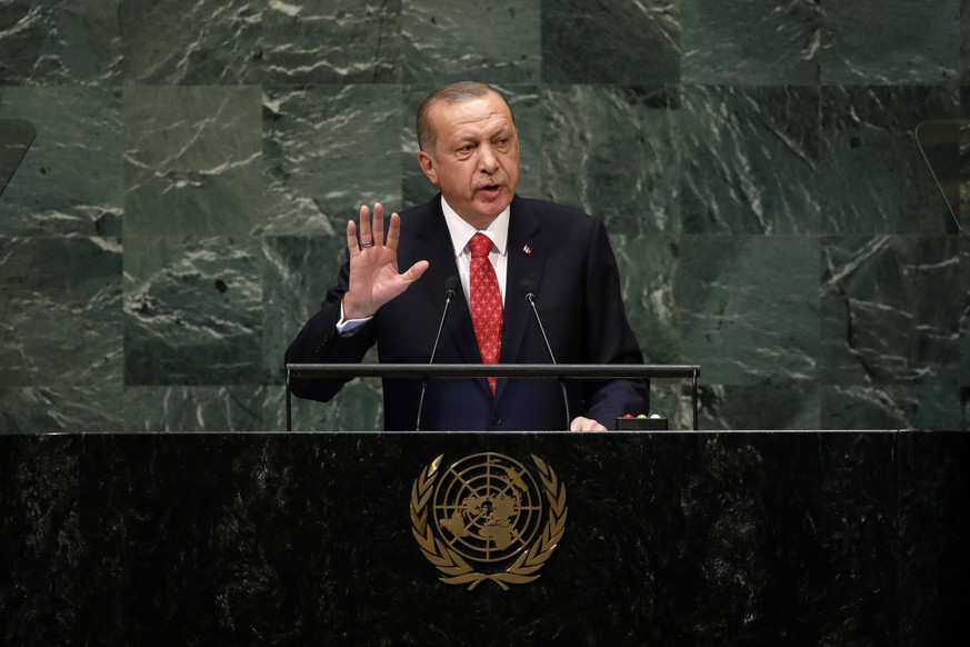(180925) -- UNITED NATIONS, Sept. 25, 2018 -- Turkish President Recep Tayyip Erdogan addresses the General Debate of the 73rd session of the United Nations General Assembly at the UN Headquarters in New York, on Sept. 25, 2018. ) UN-73RD GENERAL ASSEMBLY-GENERAL DEBATE LixMuzi PUBLICATIONxNOTxINxCHN