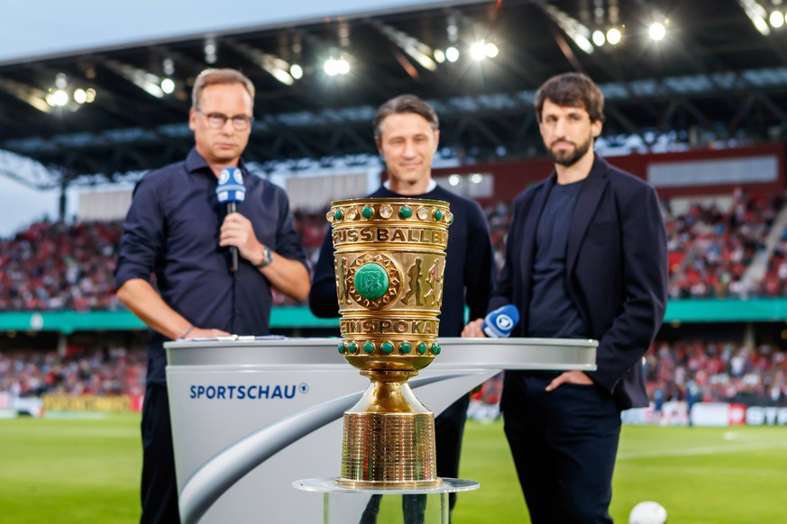 Cottbus, Deutschland, 12.08.2019, DFB Pokal, Runde 1, FC Energie Cottbus - FC Bayern Muenchen, Cheftrainer Niko Kovac (FCB) im Interview ( Cottbus Stadion der Freundschaft Brandenburg Germany eu-images-01048-191831 *** Cottbus, Germany, 12 08 2019, DFB Cup, Round 1, FC Energie Cottbus FC Bayern Muenchen, head coach Niko Kovac FCB in interview Cottbus Stadion der Freundschaft Brandenburg Germany eu images 01048 191831 eu-images-048 DFL/DFB REGULATIONS PROHIBIT ANY USE OF PHOTOGRAPHS AS IMAGE SEQUENCES AND/OR QUASI-VIDEO.