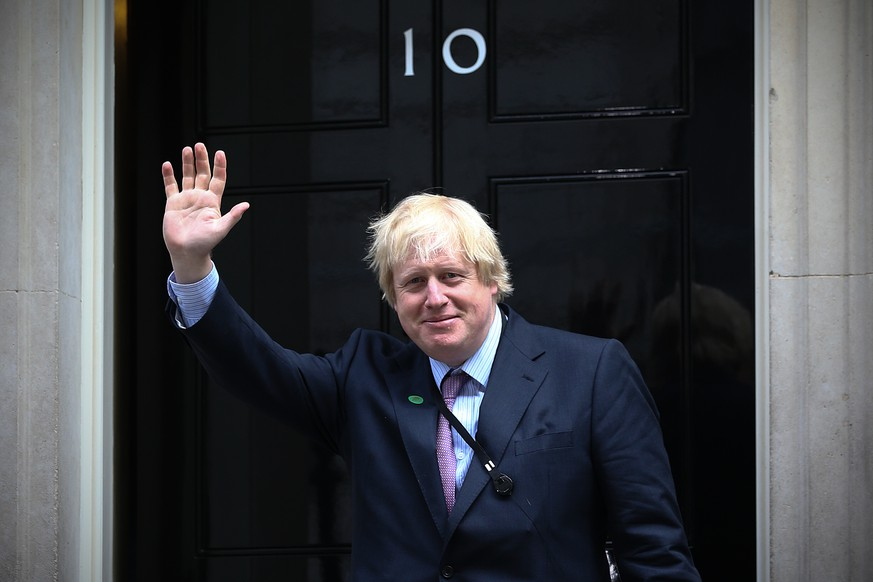 LONDON, ENGLAND - MAY 11:  London Mayor and MP for Uxbridge and South Ruislip, Boris Johnson, arrives at Downing Street on May 11, 2015 in London, England. Prime Minister David Cameron continued to announce his new cabinet with many ministers keeping their old positions.  (Photo by Carl Court/Getty Images)