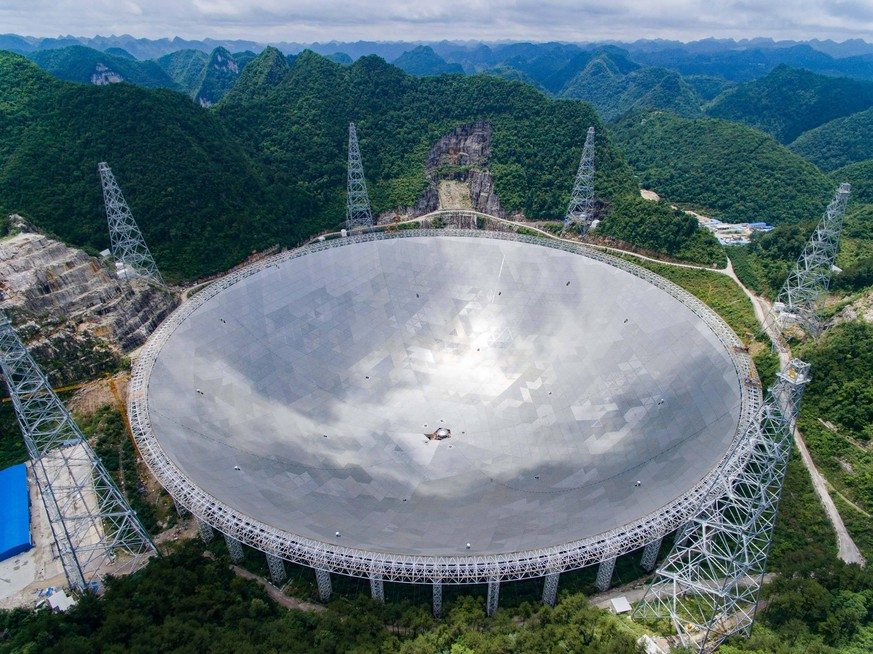 FAST Observatorium in China (160621) -- GUIYANG, June 21, 2016 -- Photo taken on June 21, 2016 shows the single-aperture spherical telescope FAST in Pingtang County, southwest China s Guizhou Province. The 500-meter aperture spherical telescope (FAST), to be completed within 2016, is expected to be the world s largest, overtaking Puerto Rico s Arecibo Observatory, which is 300 meters in diameter. ) (zkr) CHINA-GUIZHOU-RADIO TELESCOPE FAST-INSTALLATION (CN) LiuxXu PUBLICATIONxNOTxINxCHN