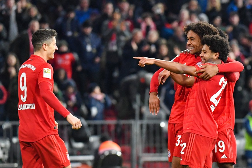 SOCCER - 1.DFL, Bayern vs Wolfsburg MUNICH,GERMANY,21.DEC.19 - SOCCER - 1. DFL, 1. Deutsche Bundesliga, FC Bayern Muenchen vs VfL Wolfsburg. Image shows Robert Lewandowski and Serge Gnabry and Joshua Zirkzee Bayern. Keywords: Goal rejoicing. PUBLICATIONxINxGERxHUNxONLY GEPAxpictures/xUlrichxGamel