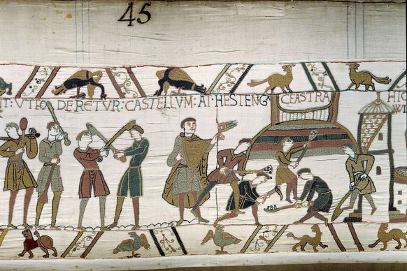 C2717 , The Bayeux Tapestry. Construction of a Fortified Camp. Bayeux, musee de la Tapisserie. , C2717 , Tapisserie , Construction d un camp fortifie , Bayeux . Musee de la tapisserie PUBLICATIONxINxGERxSUIxAUTxHUNxONLY PhotoxJossexChristophel 1018_05_C2717