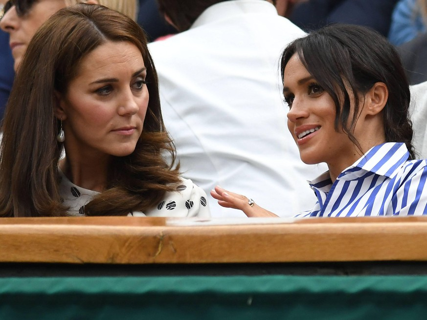 LONDON, ENG - JULY 14: Catherine, Duchess of Cambridge, and Meghan, Duchess of Sussex enjoying the women s singles final at the Wimbledon Championships on July 14, 2018 played at the AELTC, London, England. (Photo by Cynthia Lum/Icon Sportswire) TENNIS: JUL 14 Wimbledon PUBLICATIONxINxGERxSUIxAUTxHUNxRUSxSWExNORxDENxONLY Icon250180714081
