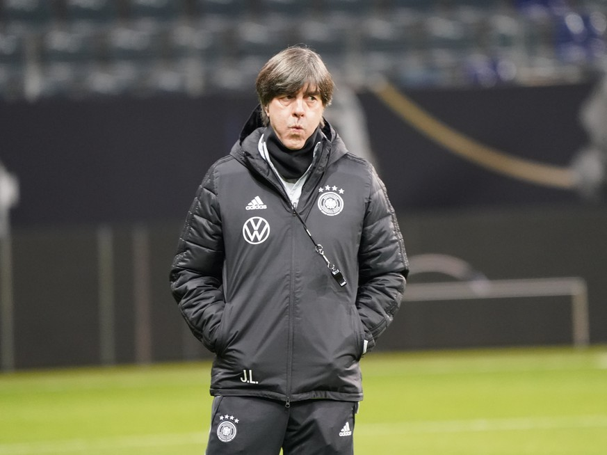 Bundestrainer Joachim Loew Deutschland Germany - 18.11.2019: Deutschland Abschlusstraining, Commerzbank Arena Frankfurt, EM-Qualifikation DISCLAIMER: DFB regulations prohibit any use of photographs as image sequences and/or quasi-video. *** national coach Joachim Loew Germany Germany 18 11 2019 Germany final training, Commerzbank Arena Frankfurt, EM qualification DISCLAIMER DFB regulations prohibit any use of photographs as image sequences and or quasi video