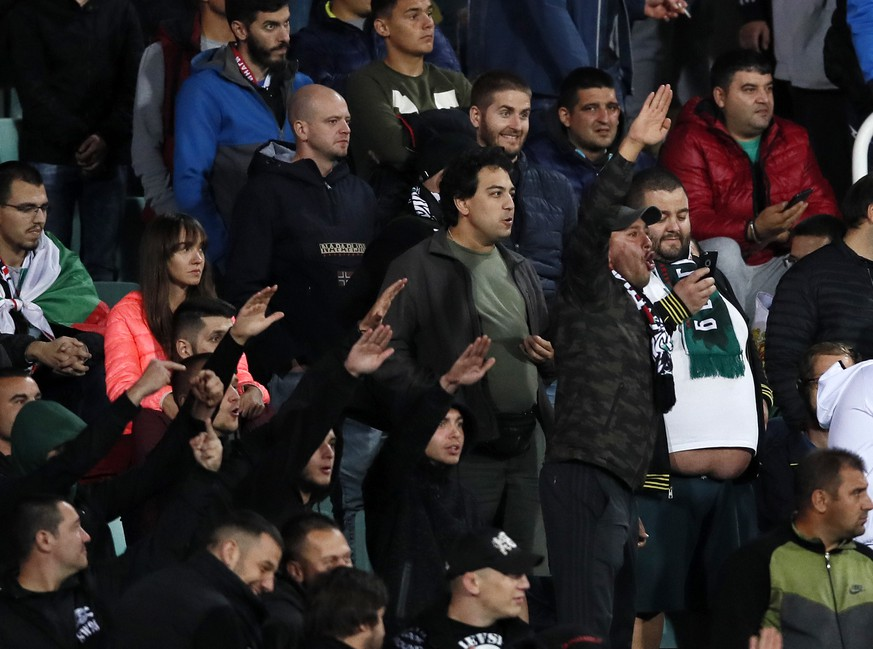 Bulgarias fans give a Nazi salute during the UEFA EURO, EM, Europameisterschaft,Fussball 2020 Qualifying match at Vasil Levski National Stadium, Sofia. Picture date: 14th October 2019. Picture credit should read: David Klein/Sportimage PUBLICATIONxNOTxINxUK SPI-0253-0165