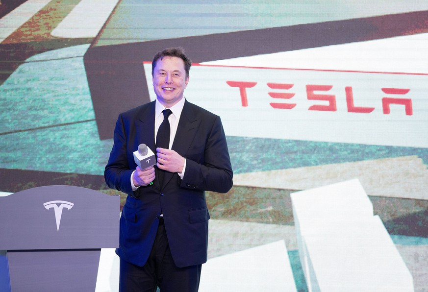 200107 -- SHANGHAI, Jan. 7, 2020 -- Tesla CEO Elon Musk attends an opening ceremony for Tesla China-made Model Y program in Shanghai, east China, Jan. 7, 2020. U.S. electric carmaker Tesla officially launched its China-made Model Y program in its Shanghai gigafactory Tuesday, one year after the company broke ground on its first overseas plant. The first batch of China-produced Model 3 sedans was also delivered to its non-employee customers at an opening ceremony for the program.  CHINA-SHANGHAI-TESLA-GIGAFACTORY-MODEL Y CN DingxTing PUBLICATIONxNOTxINxCHN