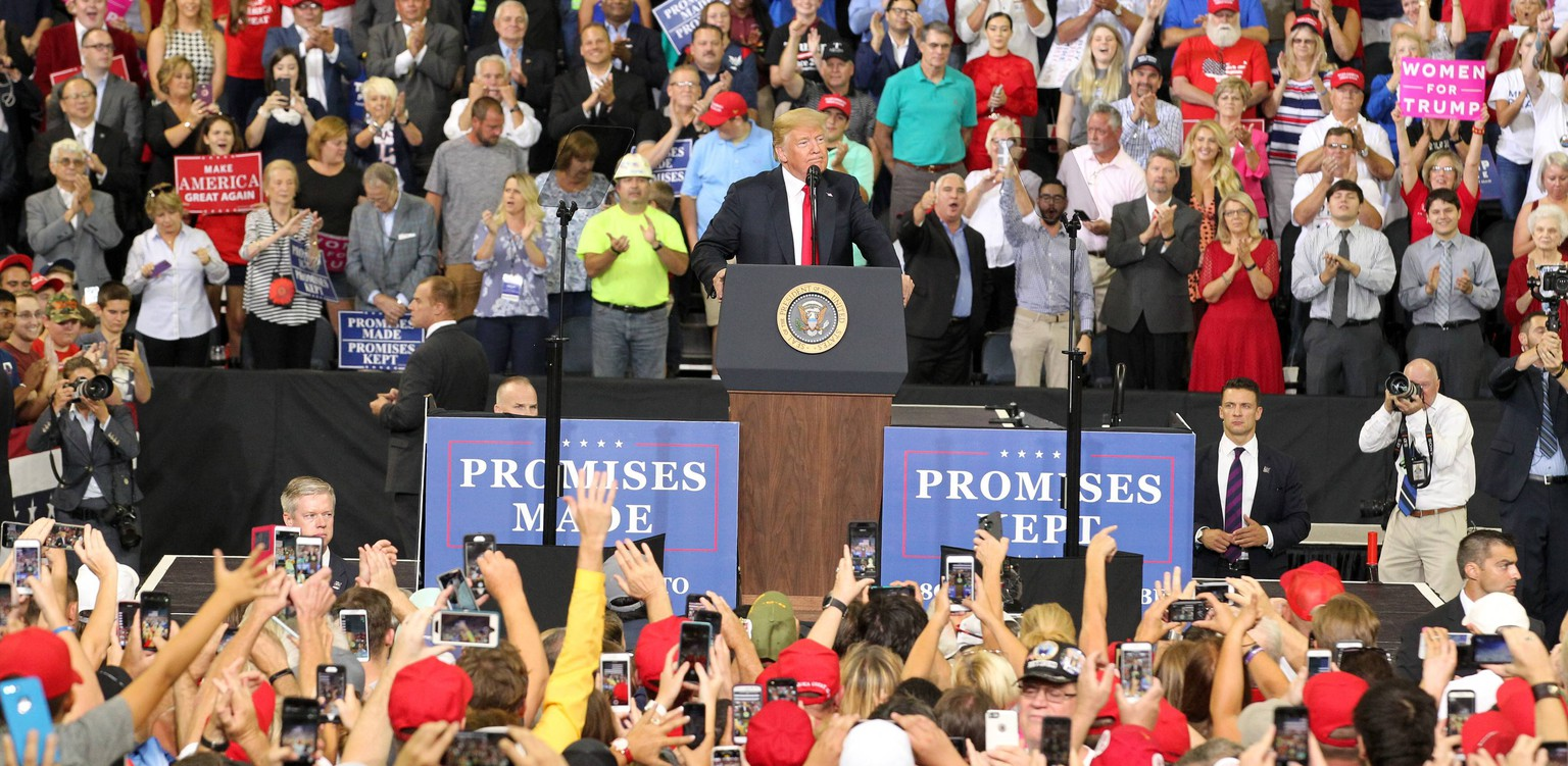 Fans of U.S. President Donald Trump cheer for him during his address at the Ford Center in Evansville, Indiana on Thursday, August 30, 2018. PUBLICATIONxINxGERxSUIxAUTxHUNxONLY JPS20180830029 JOHNxSOMMERSxII