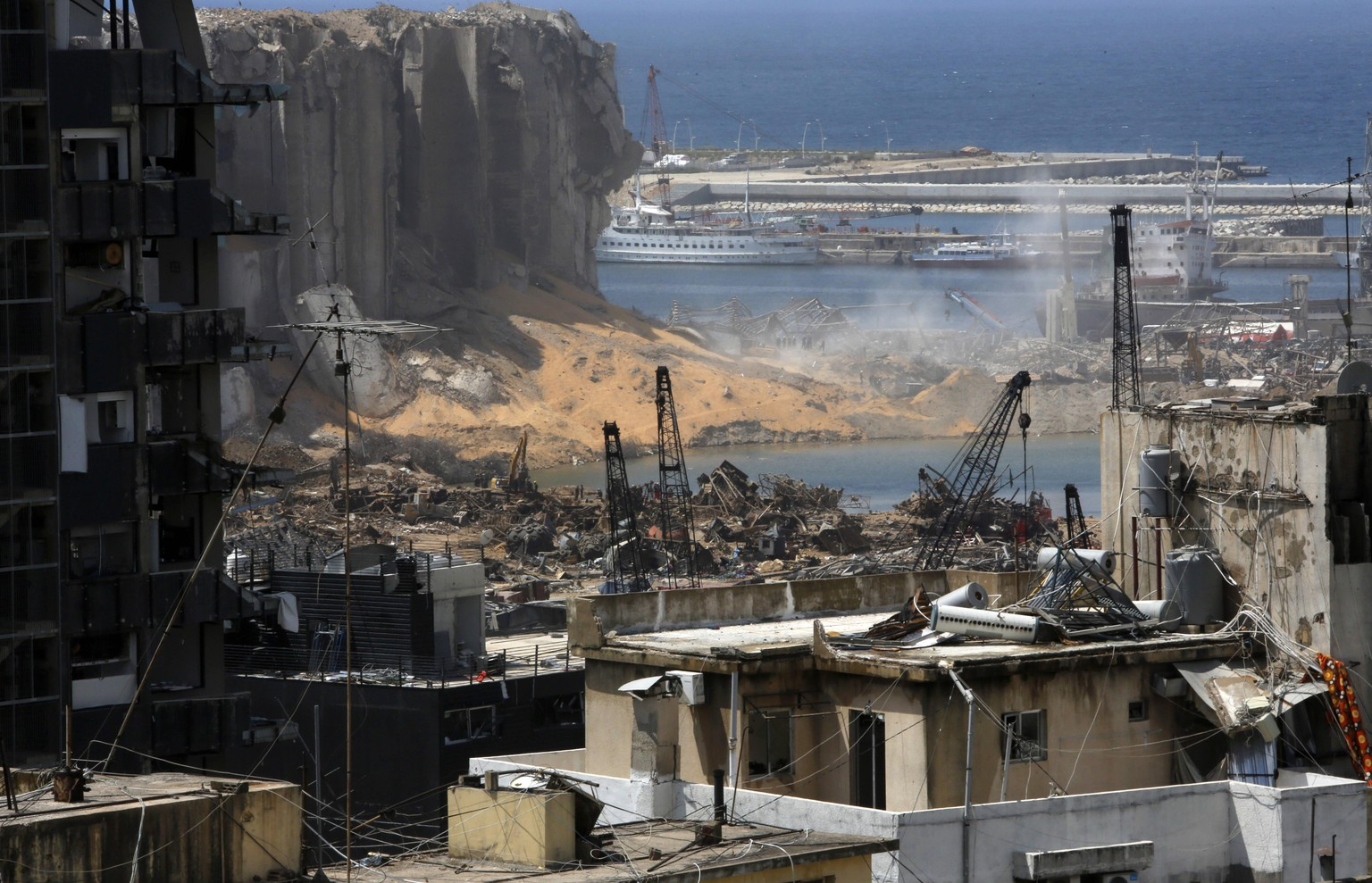 August 9, 2020, Beirut, Beirut, Lebanon: A picture shows damaged buildings in the aftermath of a colossal explosion that occurred days prior due to a huge pile of ammonium nitrate that had languished for years at a port warehouse. The huge chemical explosion that hit Beirut s port, devastating large parts of the Lebanese capital and claiming over 150 lives, left a 43-metre 141 foot deep crater, a security official said. The blast Tuesday, which was felt across the country and as far as the island of Cyprus, was recorded by the sensors of the American Institute of Geophysics USGS as having the power of a magnitude 3.3 earthquake Beirut Lebanon - ZUMAews 0047790314st Copyright: xMarwanxTahtahx
