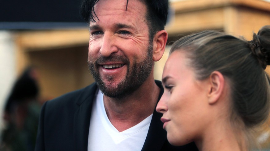 radio B2 SchlagerHamer 2019 Michael Wendler mit Freundin Laura auf dem radio B2-Festival SchlagerHammer 2019 in Berlin. Berlin Hoppegarten Berlin Deutschland / Germany *** radio B2 SchlagerHamer 2019 Michael Wendler with friend Laura at the radio B2 Festival SchlagerHammer 2019 in Berlin Berlin Hoppegarten Berlin Germany Germany